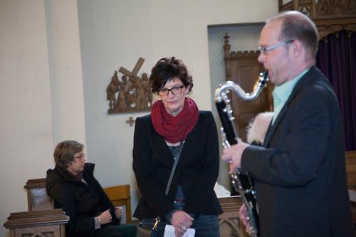 Der Kleszmermusiker Bernd Spehl von der Band A TICKLE IN THE HEART gibt der Vernissage einen würdevollen Rahmen