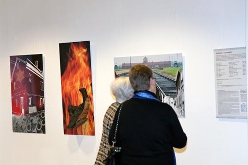 """Fotocollagen """"Gladbach – Auschwitz"""" von Christine Welter"""